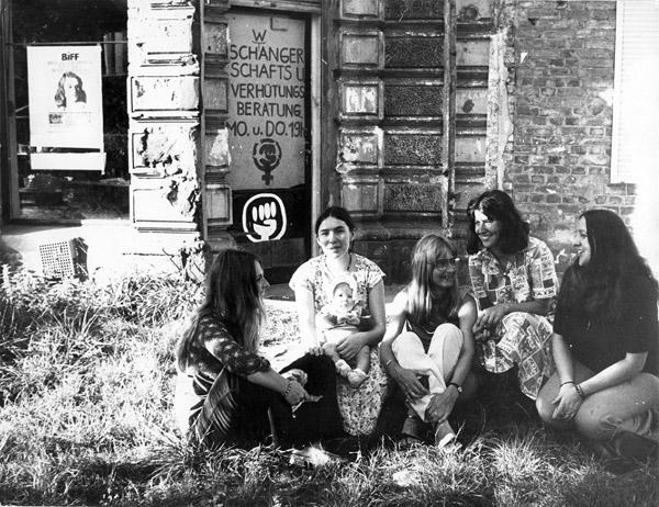 Erstes Frauenzentrum in der Hornstraße 2 in Berlin-Kreuzberg. Quelle: EMMA-Archiv, © Margarete Redl-von Peinen (FMT-Signatur: FT.02.0236)
