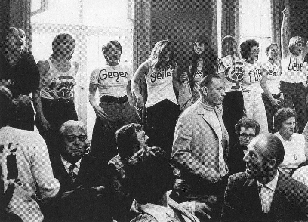 Protest im Gerichtssaal, Bildquelle: EMMA-Archiv