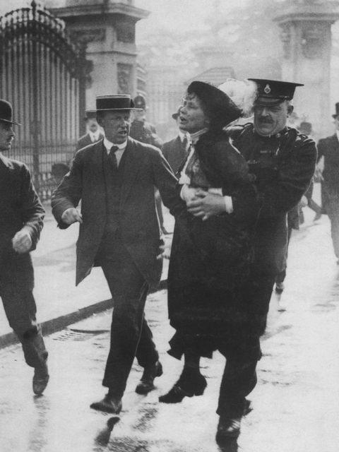 Verhaftung Emmeline Pankhursts vor dem Buckingham Palace, 1914 © Museum of London