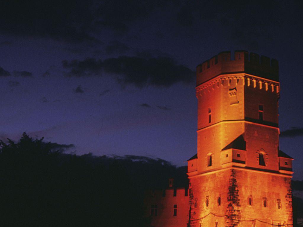 Turmeröffnung oranger Turm
