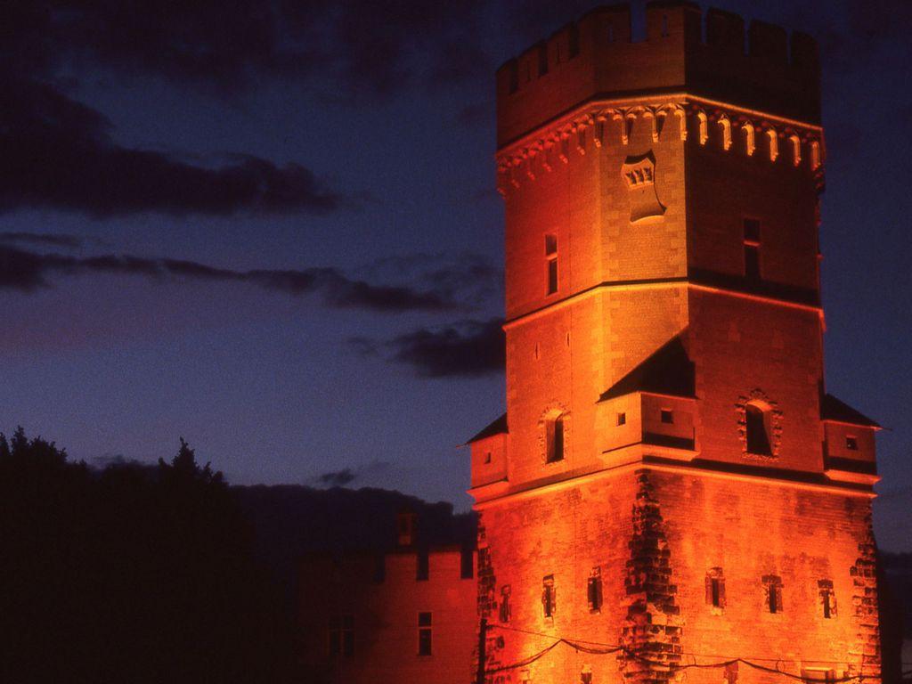 Turmeröffnung oranger Turm rechts