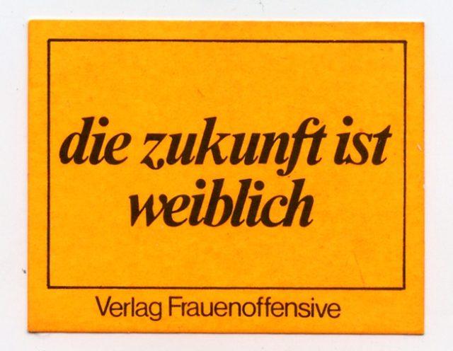 Aufkleber: Die Zukunft ist weiblich. Verlag Frauenoffensive, München (o.J.) (FMT-Signatur: VAR.01.164)