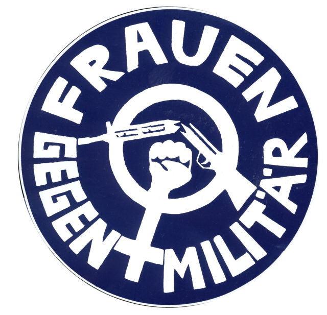 Button: Frauen gegen Militär (n. d.) (FMT Shelf Mark: VAR.01.004)