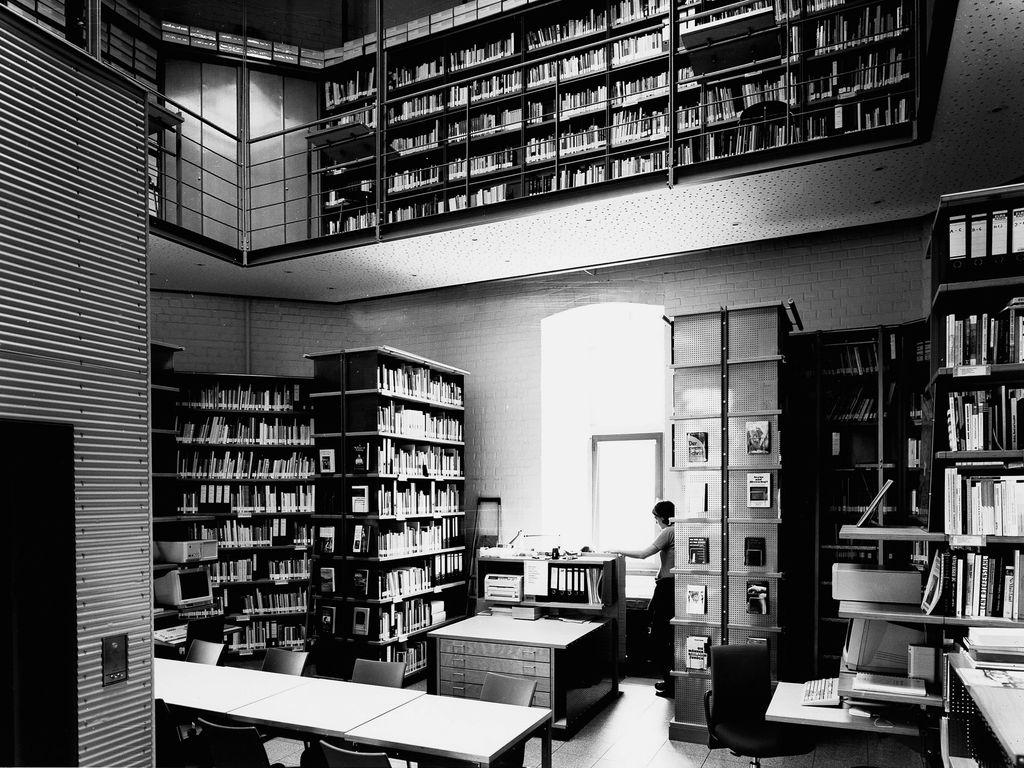 Bayenturm schwarzweiss Bibliothek 2