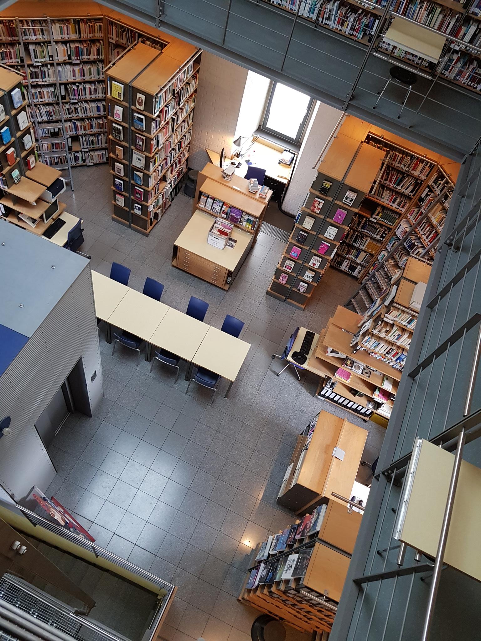 Innenraum der FMT Bibliothek 2 (Bild: FMT/Christin)