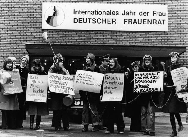 """Eröffnung des """"Jahres der Frau"""", Bonn 1.12.1975 © J.H. Darchinger/Friedrich-Ebert-Stiftung"""