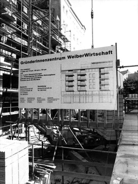 Weiberwirtschaft, 1995, © Eric Richard, Frauengewerbehof WeiberWirtschaft, Berlin, Anklamer Straße 38; 8/95, 1995 (FMT-Signatur: FT.02.286)