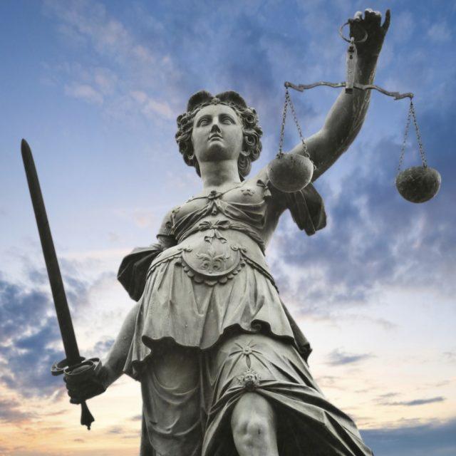 Justitia, Bild: Elena Romanov, iStockphoto