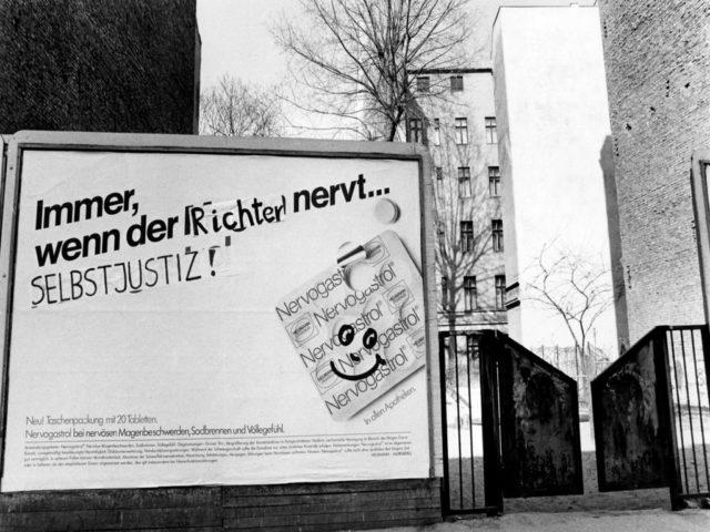Kommentar zum Urteil im Gynäkologenprozeß - gesehen am 20.3.86 Berlin-Schöneberg © Petra Gall (FMT-shelfmark: FT.02.0197)