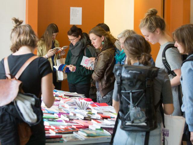 Feministische Sommeruni Besucherinnen © Digitales Deutsches Frauenarchiv / Tanja Schnitzler