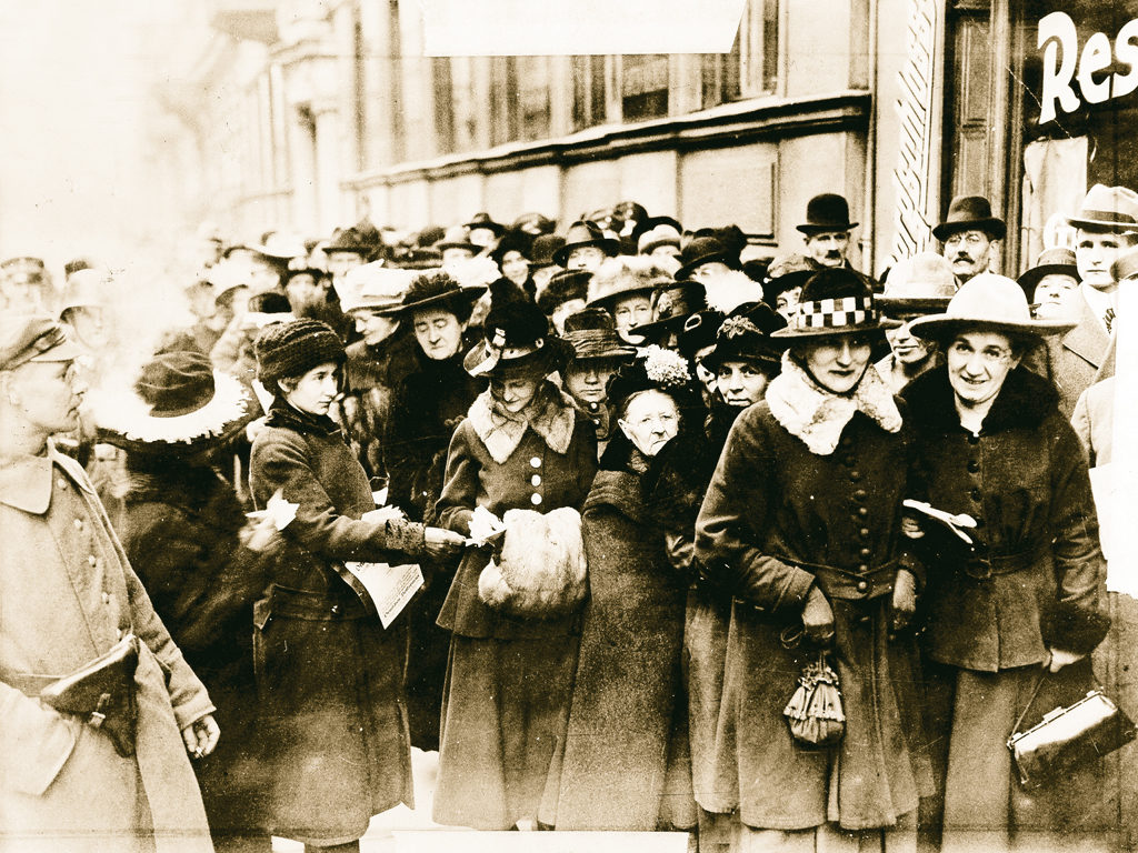 Wahl zur Nationalversammlung 1919 - erstmals sind Frauen stimmberechtigt ©ullstein Bild (FMT-Signatur FT.03.0528)