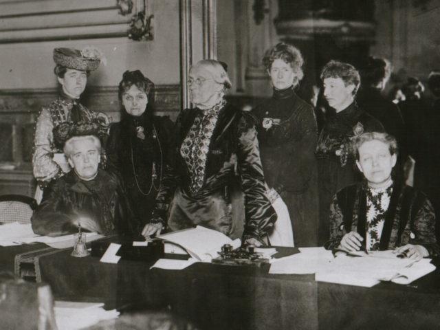 Zuschnitt Stimmrechtskonferenz in Berlin Juli 1904 mit Susan B. Anthony Minna Cauer Lida G. Heymann Anita Augspurg © Ullstein Bild (FMT-Signatur FT.01.038)