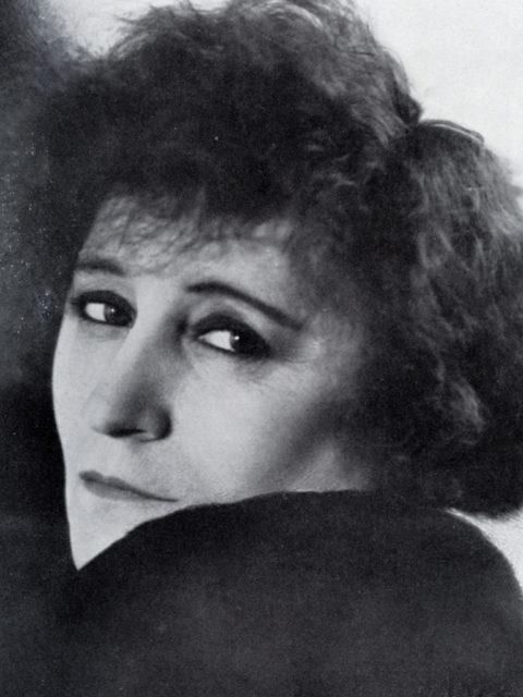 Die französische Schriftstellerin Colette, ©Atelier Rieß, Berlin (aus: Brieger, Lothar: Das Frauengesicht der Gegenwart. - Stuttgart: Ferdinand Enke, 1930, S. 116 - FMT-Signatur BG.01.046)