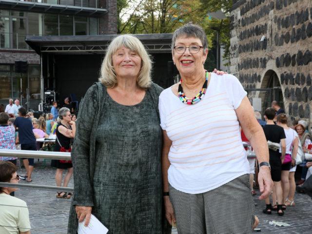 FrauenMediaTurm-Vorstandsvorsitzende Alice Schwarzer und Vorständin Barbara Schock-Werner beim Jubiläumsfest